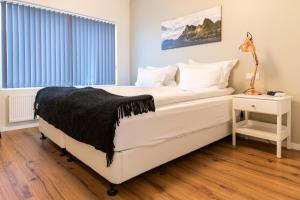 A bed or beds in a room at Opal Premium Apartments