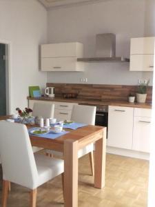 A kitchen or kitchenette at Gartenhaus Auguste