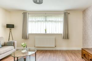 A seating area at Luxury Glasgow Airport Duplex Apartment + Parking Available