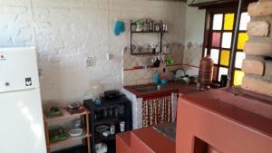 A cozinha ou cozinha compacta de Chalés Picharro