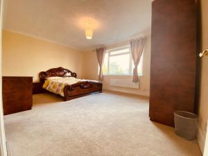 A bed or beds in a room at London Lodges