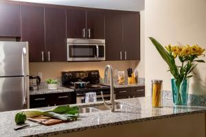 A kitchen or kitchenette at Mare Azur Miami Luxury Apartments by Grand Bay