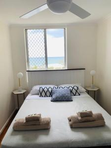 A bed or beds in a room at Kupari Surfers Paradise