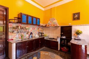 A kitchen or kitchenette at Dinh Villa