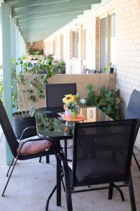 Патио или другая зона на открытом воздухе в Shark Bay Seafront Apartments