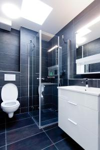 A bathroom at Suite Apartments by Livingdowntown