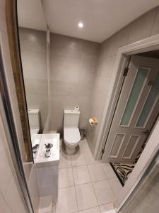 A bathroom at So Sienna Apartments
