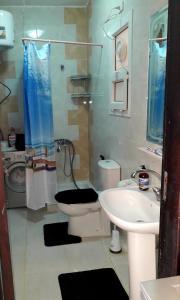A bathroom at Tiba Towers 2, Apartament A06