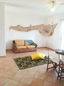 A seating area at Apartments Mistral Estoril Beach