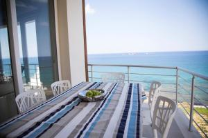 A balcony or terrace at Luxury Seahouse
