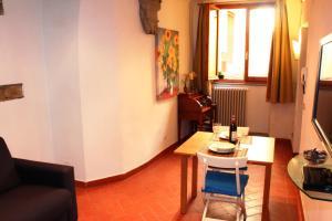 A seating area at Appartamento Tornabuoni