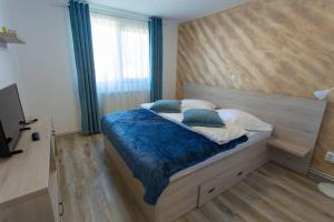 A bed or beds in a room at Apartamente Primaverii 2