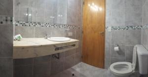 A bathroom at Complejo El Puente