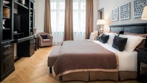 A bed or beds in a room at Palacina Berlin - Serviced Apartments