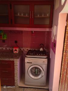 A kitchen or kitchenette at studio sur terrasse
