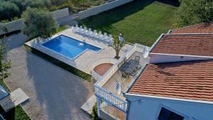 A view of the pool at Šime vacation house or nearby