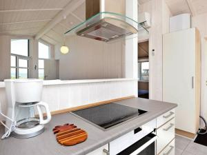 Een keuken of kitchenette bij Three-Bedroom Holiday home in Fredericia