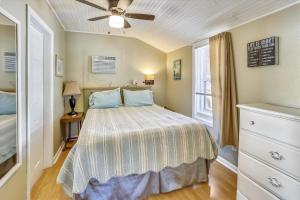 A bed or beds in a room at The Cottages at Madeira Beach