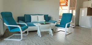 A seating area at Apartmani Bilić