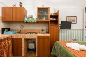 A kitchen or kitchenette at Tanasa design