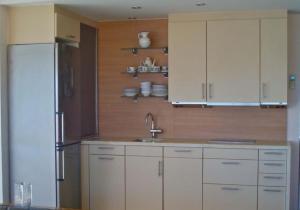 A kitchen or kitchenette at Apartamentos Torre de la Roca
