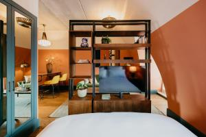 A bunk bed or bunk beds in a room at Hotel BOAT & CO