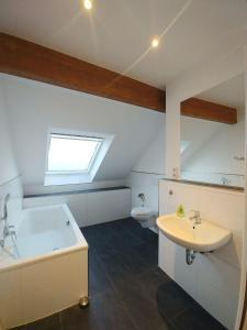 A bathroom at Studio-Apartment Am Wehrhahn 38