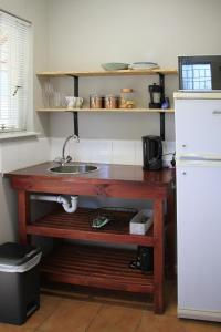 Olive tree private apartments in Stellenboschにあるキッチンまたは簡易キッチン