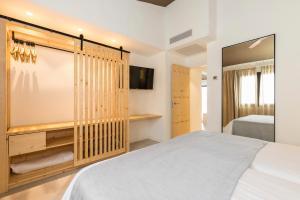 Een bed of bedden in een kamer bij Mar Hotels Paradise Club & Spa