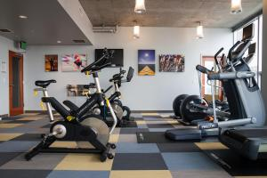 The fitness center and/or fitness facilities at Convention Center Luxury Apartment by Barsala