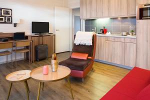 A seating area at Aparthotel Adagio Basel City