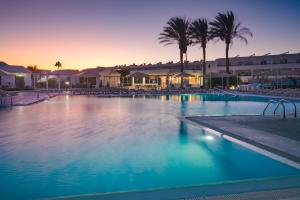 Het zwembad bij of vlak bij Apartamentos Santa Rosa