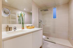 Un baño de Las Rejas Apartment
