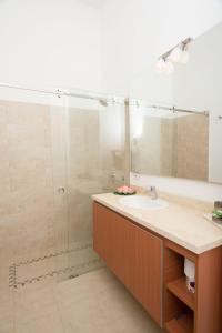 A bathroom at Colonial apartments with swimming pool, Villa Ana Maria