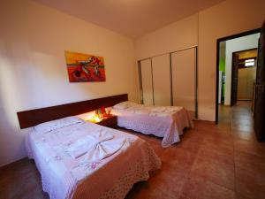 A bed or beds in a room at Condomínio Oasis das Flores