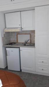 Η κουζίνα ή μικρή κουζίνα στο Heliotropio Studios & Apartments