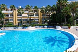 The swimming pool at or near Apartamentos Matorral