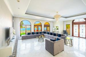 A seating area at LUX - The Dubai Paradise Palace