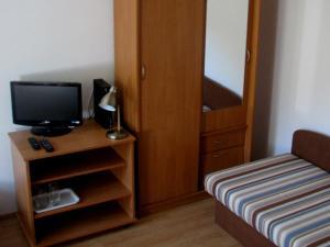 Televízia a/alebo spoločenská miestnosť v ubytovaní HAČAVA-PRIVÁT