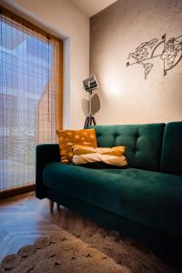 A seating area at Floral Apartment
