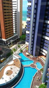 A view of the pool at Apartamento na Beira-Mar Fortaleza or nearby