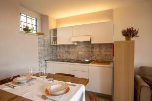 A kitchen or kitchenette at Podere Castagne
