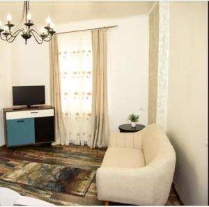 A seating area at Shabby Chic Apartment