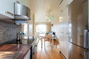 Majoituspaikan Calm townhouse keittiö tai keittotila