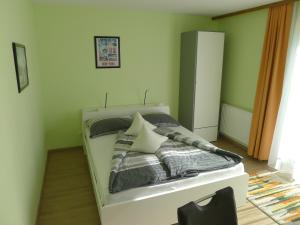 Ein Bett oder Betten in einem Zimmer der Unterkunft Alpenappartement Claudia