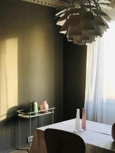 Televízia a/alebo spoločenská miestnosť v ubytovaní Black Swan House