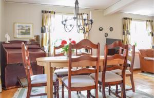 A restaurant or other place to eat at Holiday home Brunnsryd M-937