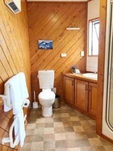 A bathroom at Coastal Heights Accommodation
