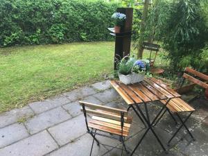A garden outside Schönes Haus mit Garten in bester Lage Böblingens