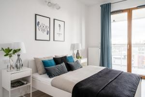 A bed or beds in a room at Apartament24 Stare Miasto - Garbary